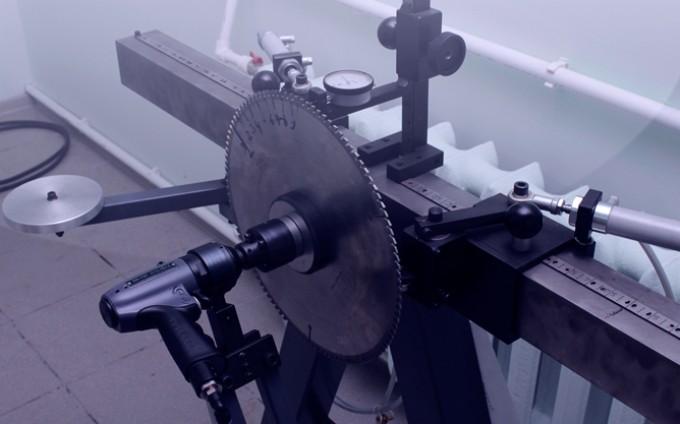 стенд для измерения внутреннего напряжения дисковой пилы